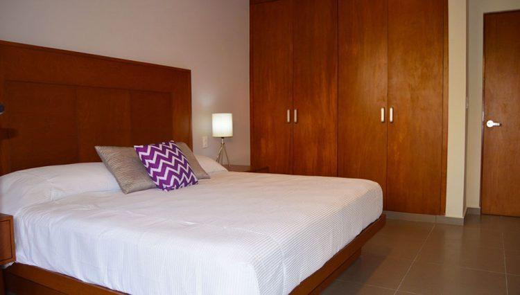 king-bedroom-room-with-bathroom_23757553553_o
